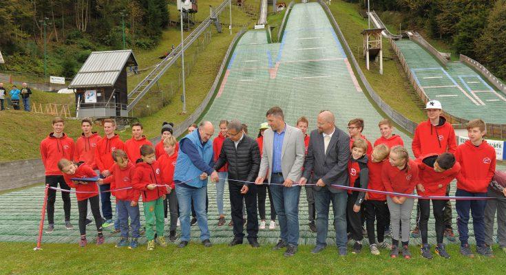 V Žireh odprl nov sodoben skakalni center (foto: Foto Viktor, Žiri)